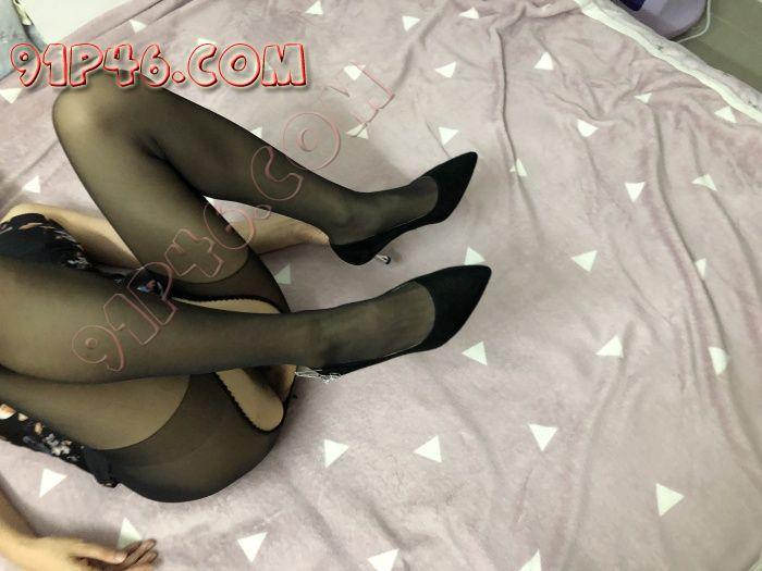 021女神女友 长腿丝袜高跟找合适得单男打算3P